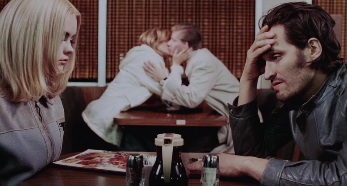 Layla (Christina Ricci) and Billy Brown (Vincent Gallo) share an awkward silence as another couple smooch in the background.