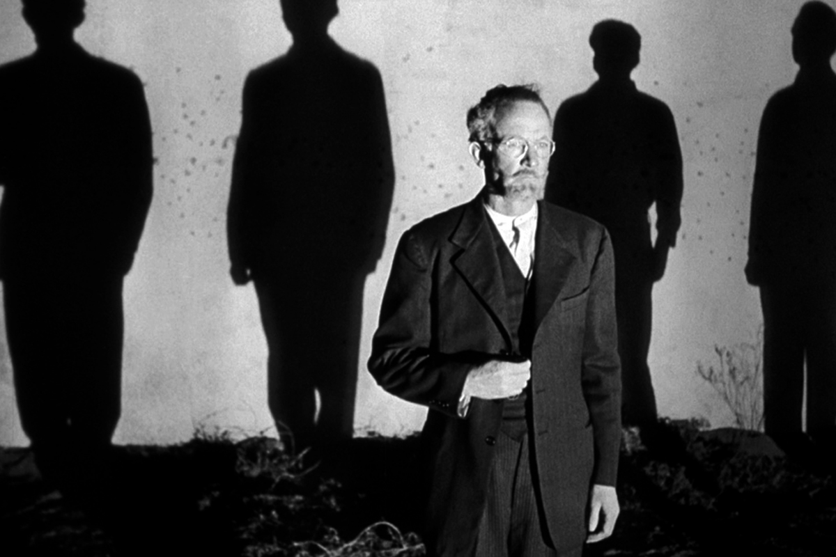 History professor Stephen Novotny (Walter Brennan) courageously faces the firing squad.