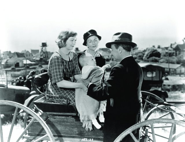 Belinda (Jane Wyman) and her Aunt Aggie MacDonald (Agnes Moorehead) show off Johnny to Dr. Richardson (Lew Ayres).