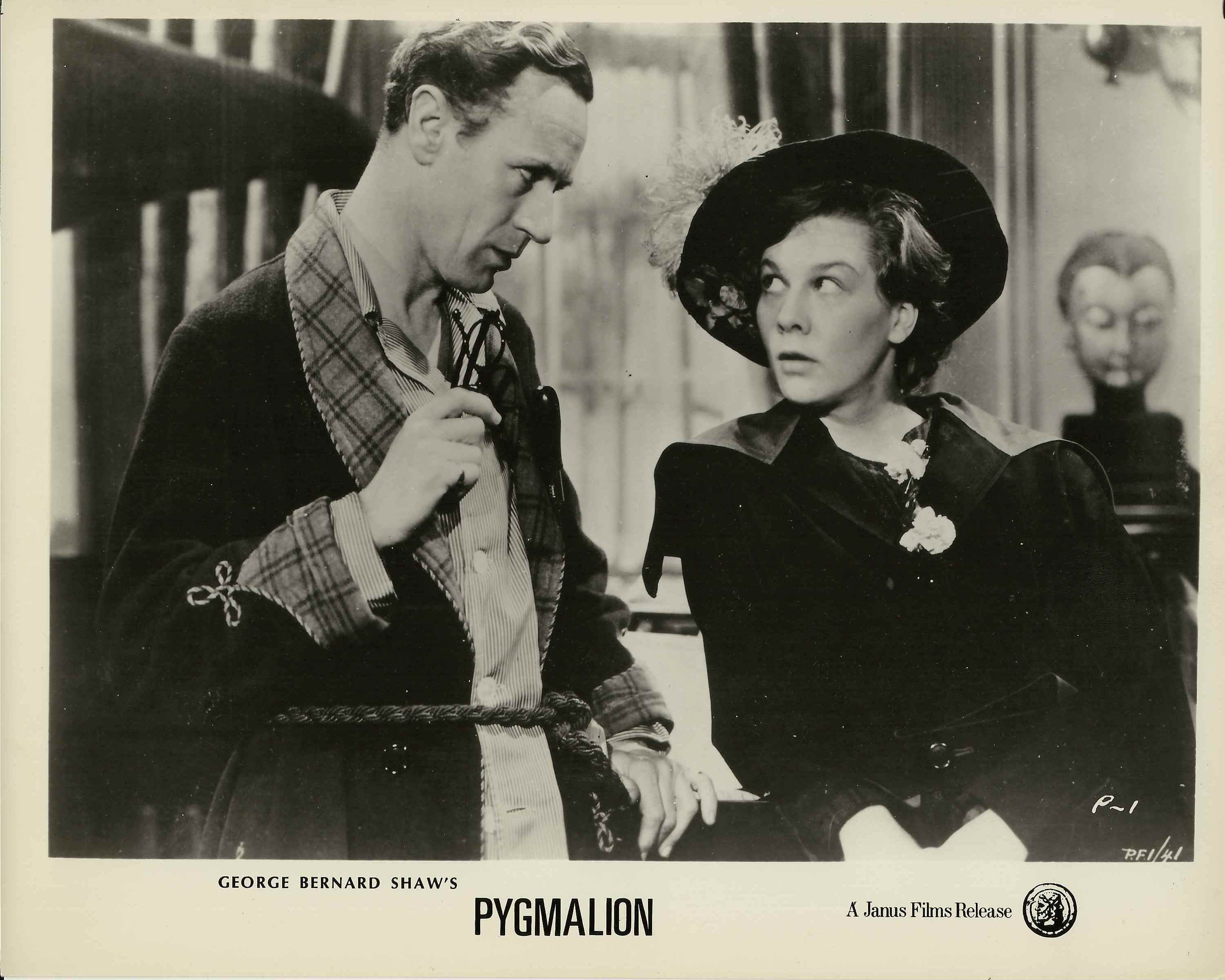 Professor Henry Higgins (Leslie Howard) makes his acquaintance with Eliza Doolittle (Wendy Hiller).