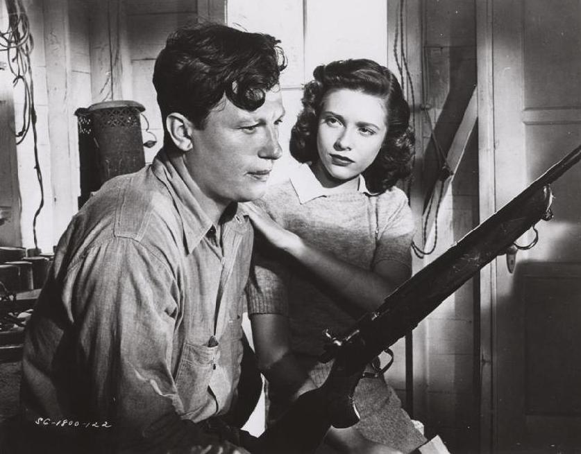 Homer (Harold Russell) and Wilma (Cathy O'Donnell) in a somber moment
