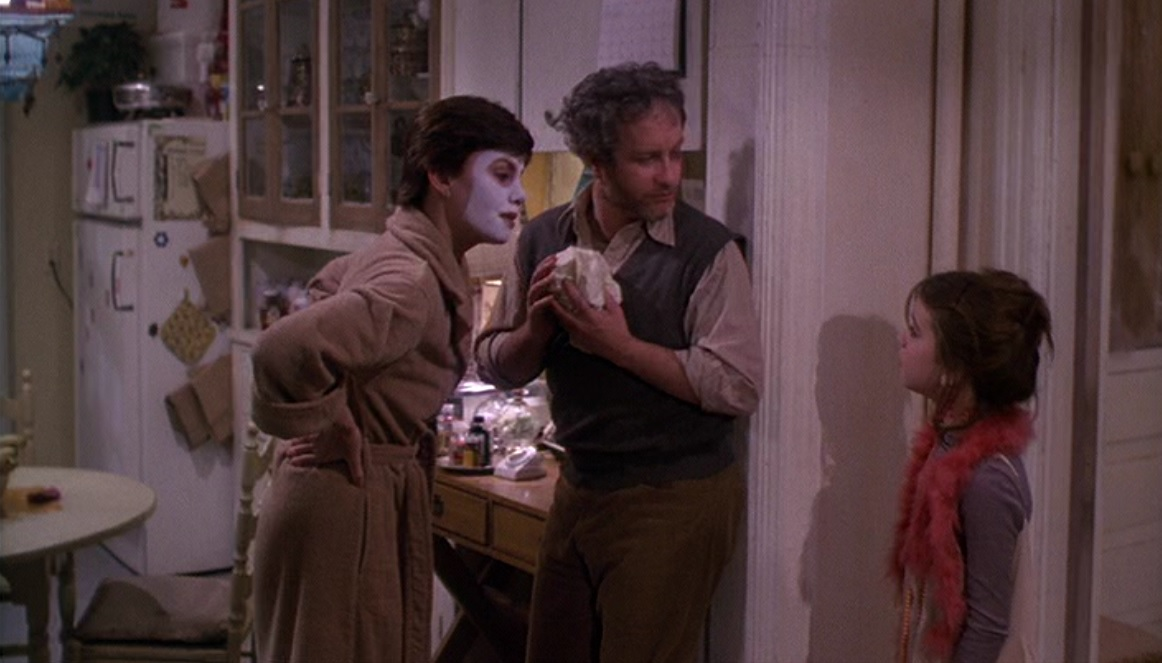 Dancer Paula McFadden (Marsha Mason), aspiring actor Elliot Garfield (Richard Dreyfuss), and Paula's daughter Lucy (Quinn Cummings) argue in the kitchen.